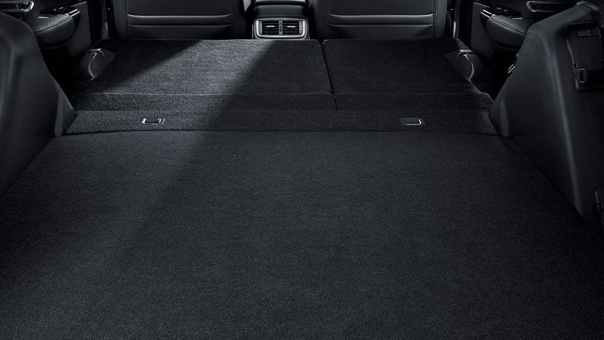 De tweede rij stoelen is in één handeling weg te klappen, om zo sneller en eenvoudiger de 1600 liter kofferbakruimte te vullen (max. volume). Het is ongelooflijk wat u allemaal in een CR-V Hybrid kunt laden.