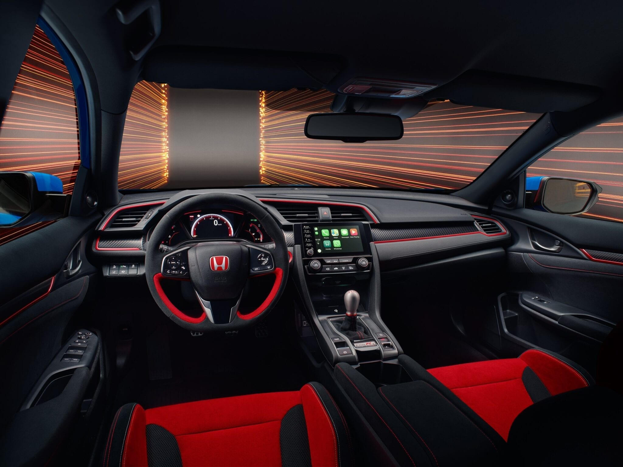 Het compacte en lage dashboard zorgt voor een verbeterd zicht voor de bestuurder. De grotere hoek op ooghoogte levert samen met de smallere 'A'-stijlen een goed overzicht van de weg.