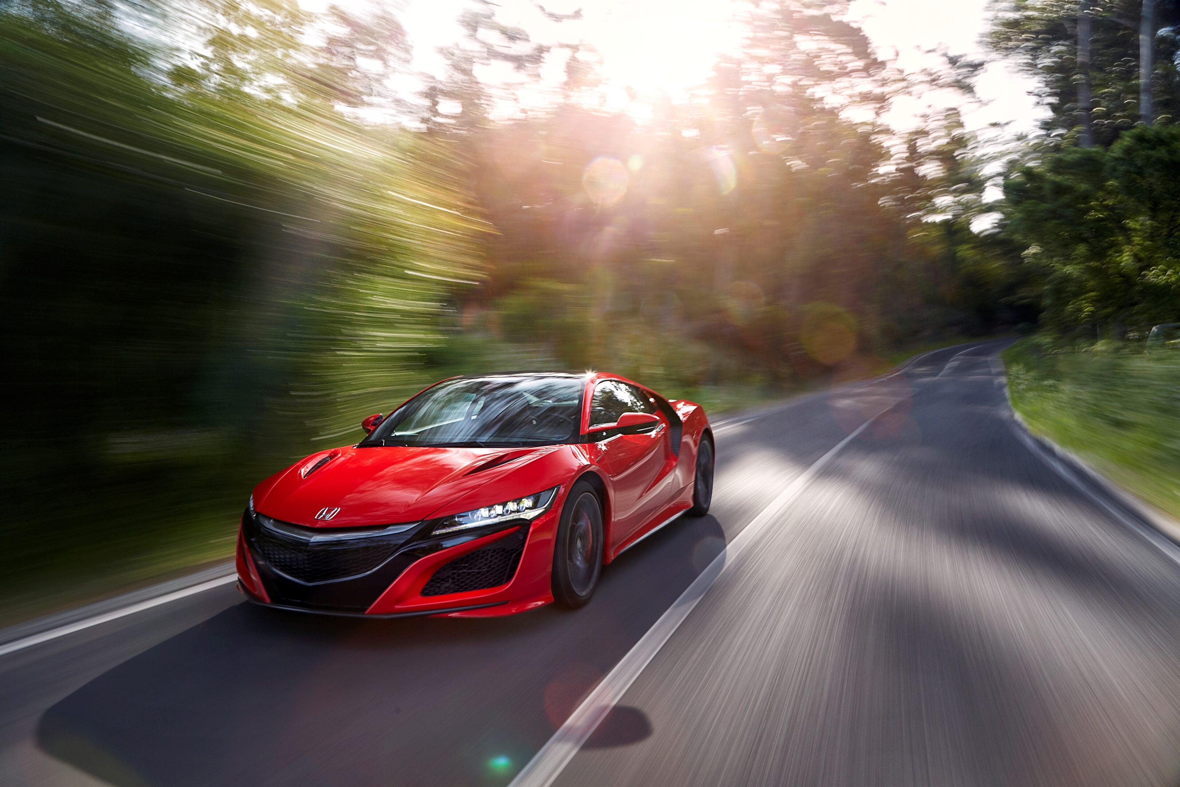 Een hybride supercar die zinderende circuitprestaties afzet tegen alledaags rijvermogen.