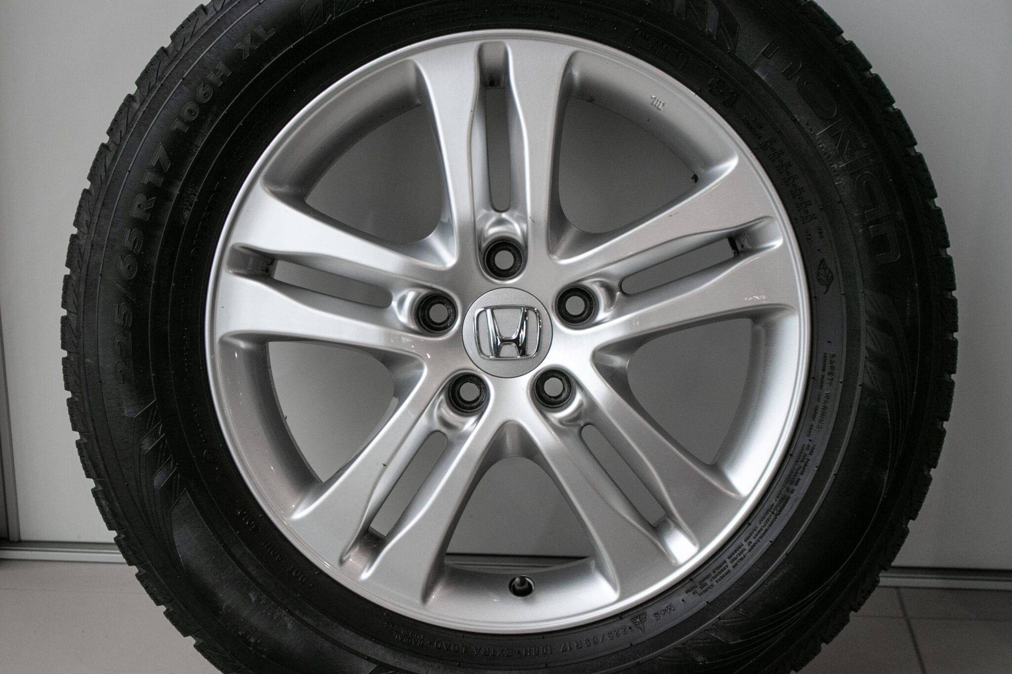 """17"""" Winterwielen voor de Honda CR-V ('07-'17) €299,- Gebruikt. Profieldiepte: 4.7mm - 5mm"""
