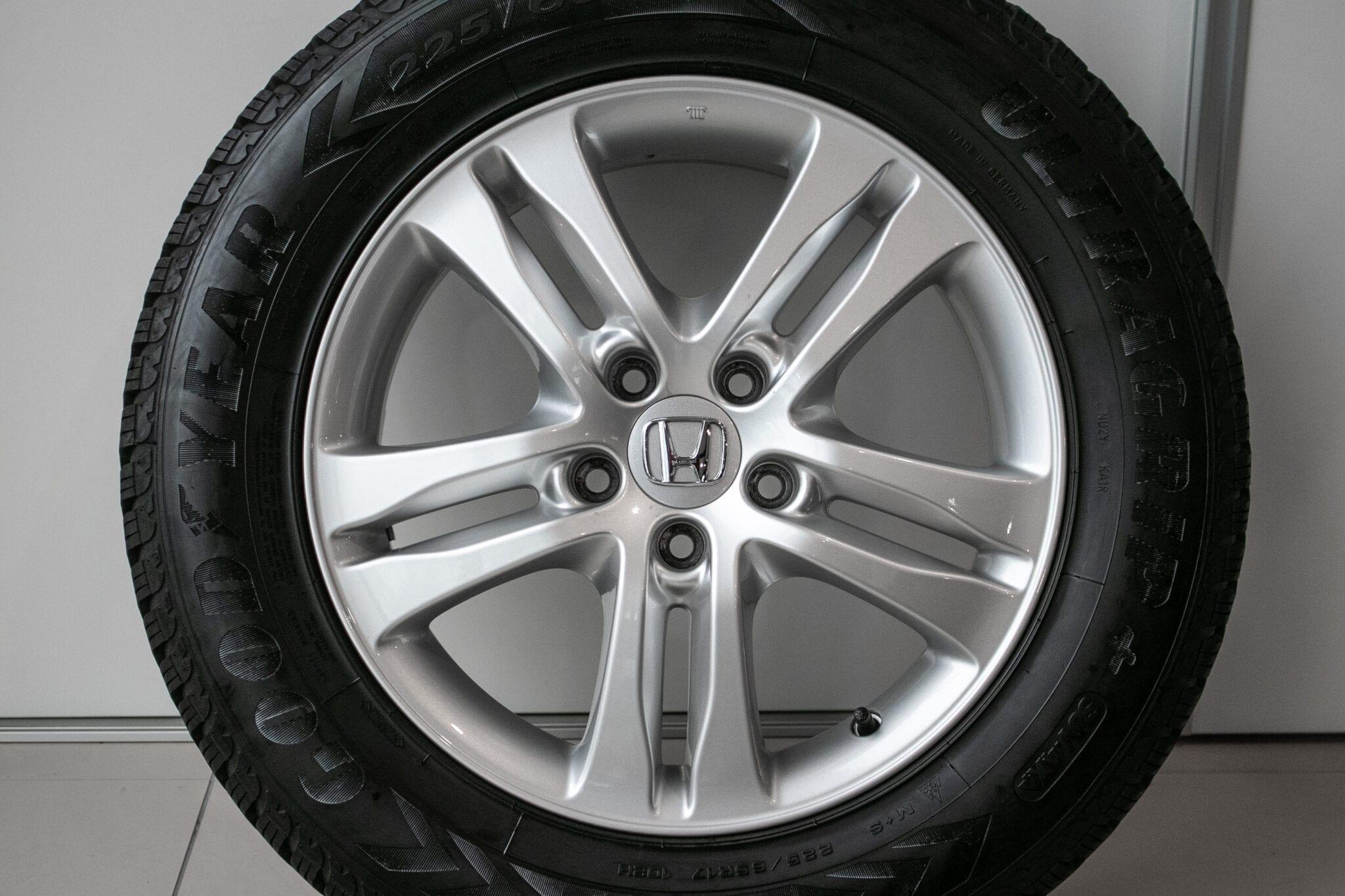 """17"""" Winterwielen voor de Honda CR-V ('07-'17) €399,- Gebruikt. Profieldiepte: 5.2mm - 5.5mm"""