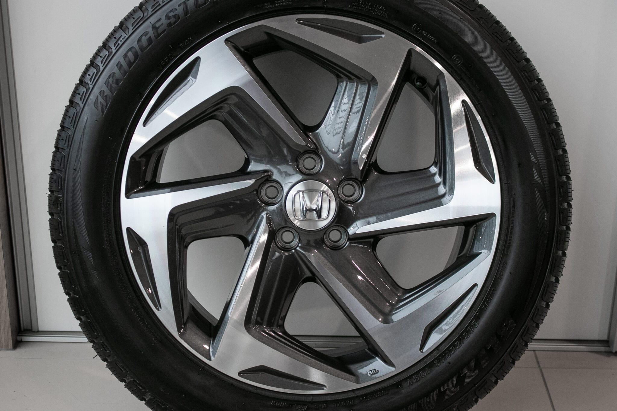"""19"""" wielen met Bridgestone winterbanden voor de Honda CR-V ('18-'20) €1934,- Nieuw. Profieldiepte: nieuw"""