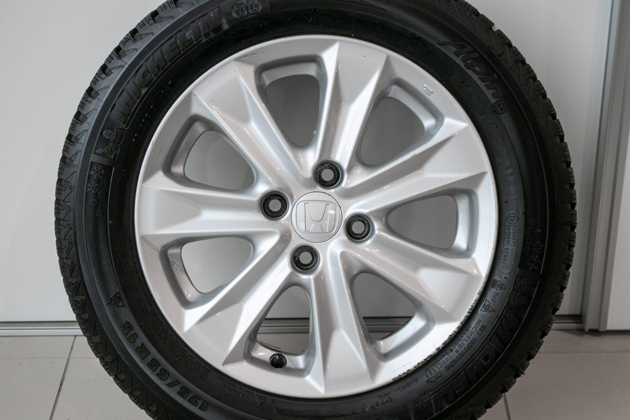 """15"""" Winterwielen voor de Honda Jazz ('09-'19) en de Honda Insight €399,- Gebruikt. Profieldiepte: 7.5mm"""