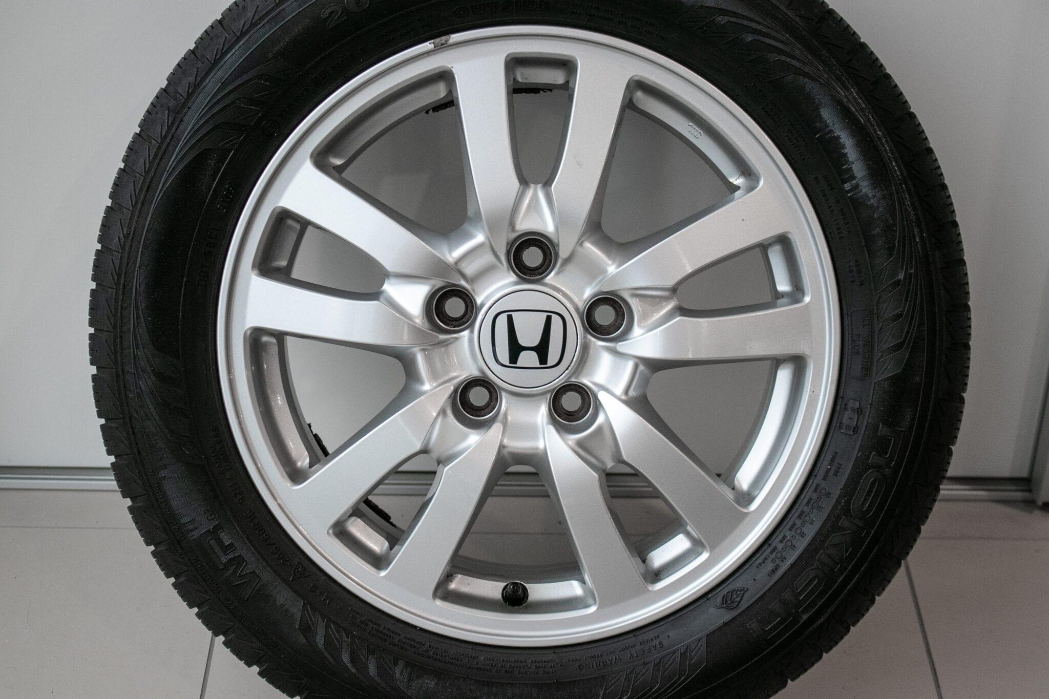 """16"""" Winterwielen voor de Honda Accord ('09>) €350,- Gebruikt. Profieldiepte: 5.1mm - 5.9mm"""