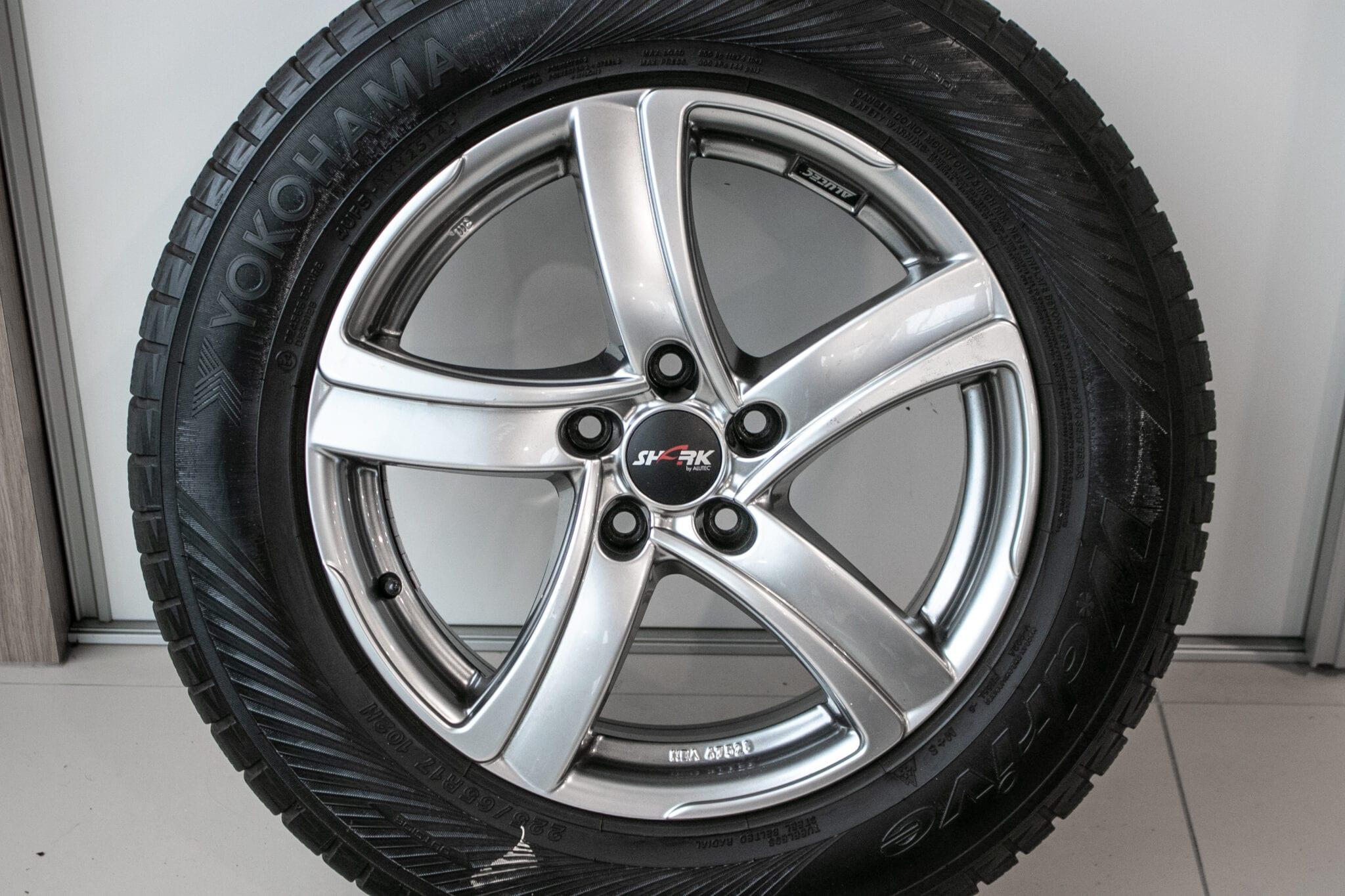 """17"""" Winterwielen voor de Honda CR-V ('07-'17) €399,- Gebruikt. Profieldiepte: 5mm - 6.5mm"""