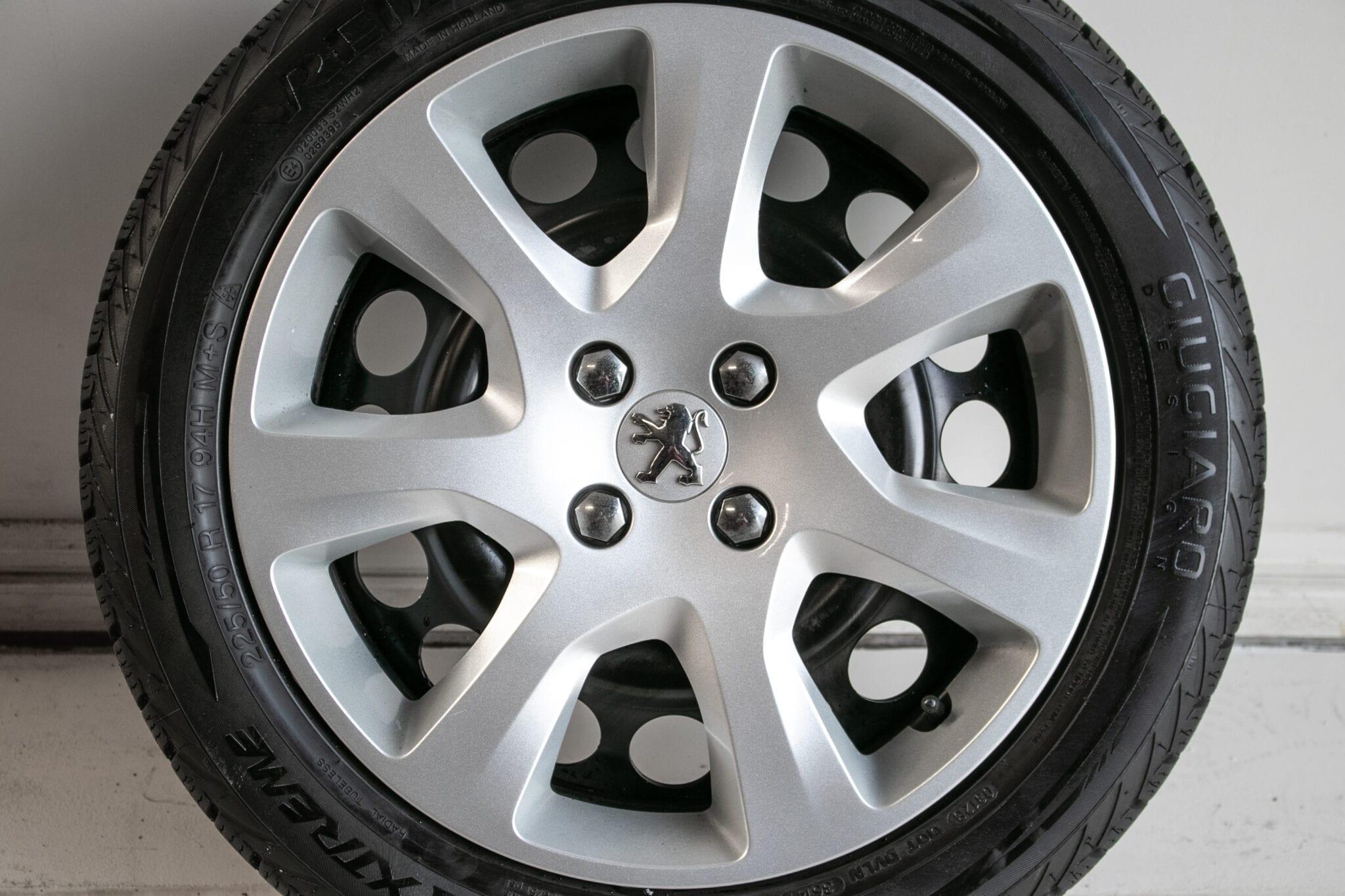 """17"""" Winterwielen voor o.a. een Peugeot. Steekmaat: 4x108 €275,- Gebruikt. Profieldiepte: 6.4mm - 7.4mm"""