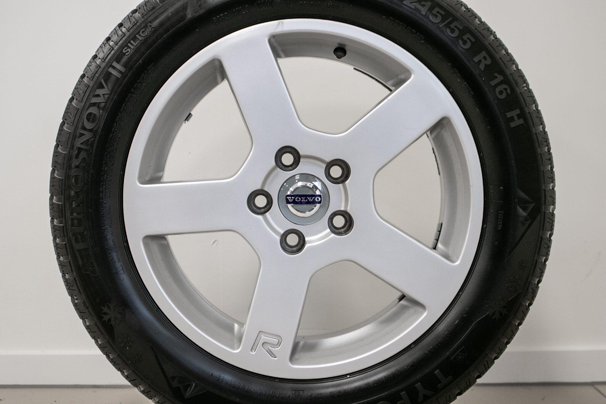 """16"""" Winterwielen voor de Volvo V70/S70/C70 €299,- Gebruikt. Profieldiepte: 7.5mm"""
