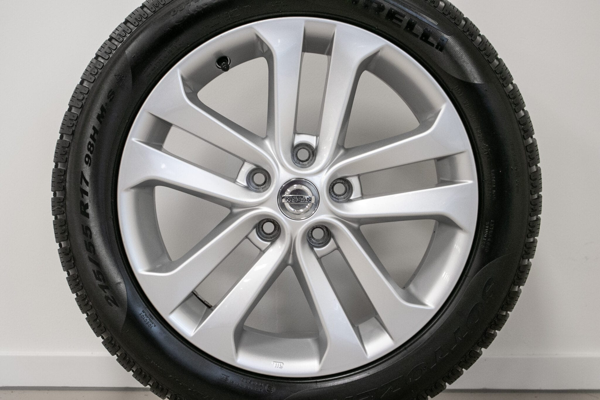 """17"""" Winterwielen voor de Nissan Juke €249,- Gebruikt. Profieldiepte: 6mm - 6.5mm"""