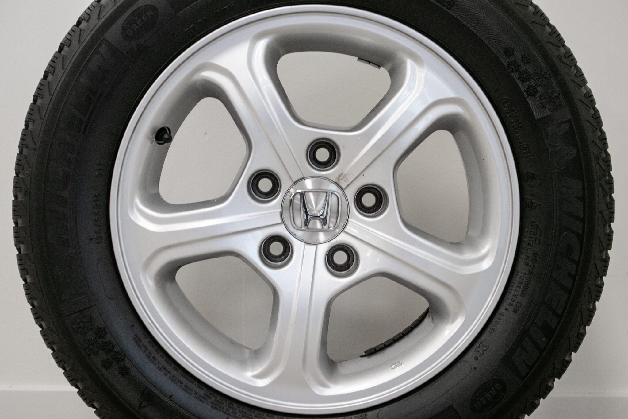 """15"""" Winterwielen voor de Honda Civic (hybrid), De Honda FR-V en de Honda Accord Comfort tot 2008 €299,- Gebruikt. Profieldiepte: 5.9mm - 6.4mm"""