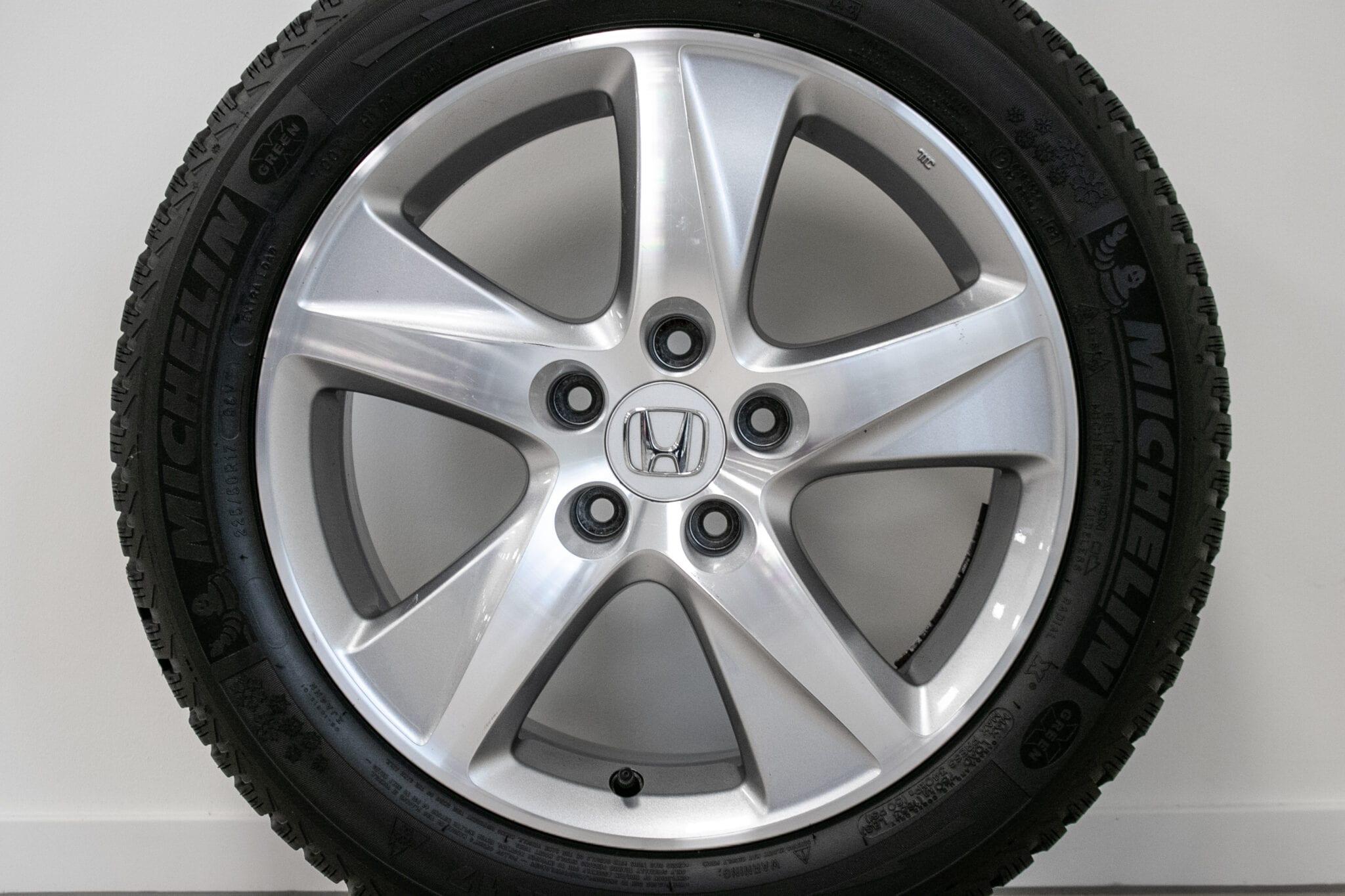 """17"""" Winterwielen voor de Honda Accord ('09>) €499 Gebruikt. Profieldiepte: 6.5mm - 7.5mm"""