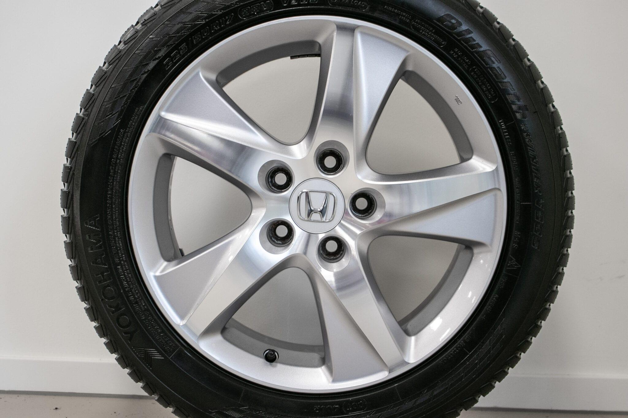 """17"""" Winterwielen voor de Honda Accord ('09>) €499 Gebruikt. Profieldiepte: 7.5mm - 7.8mm"""