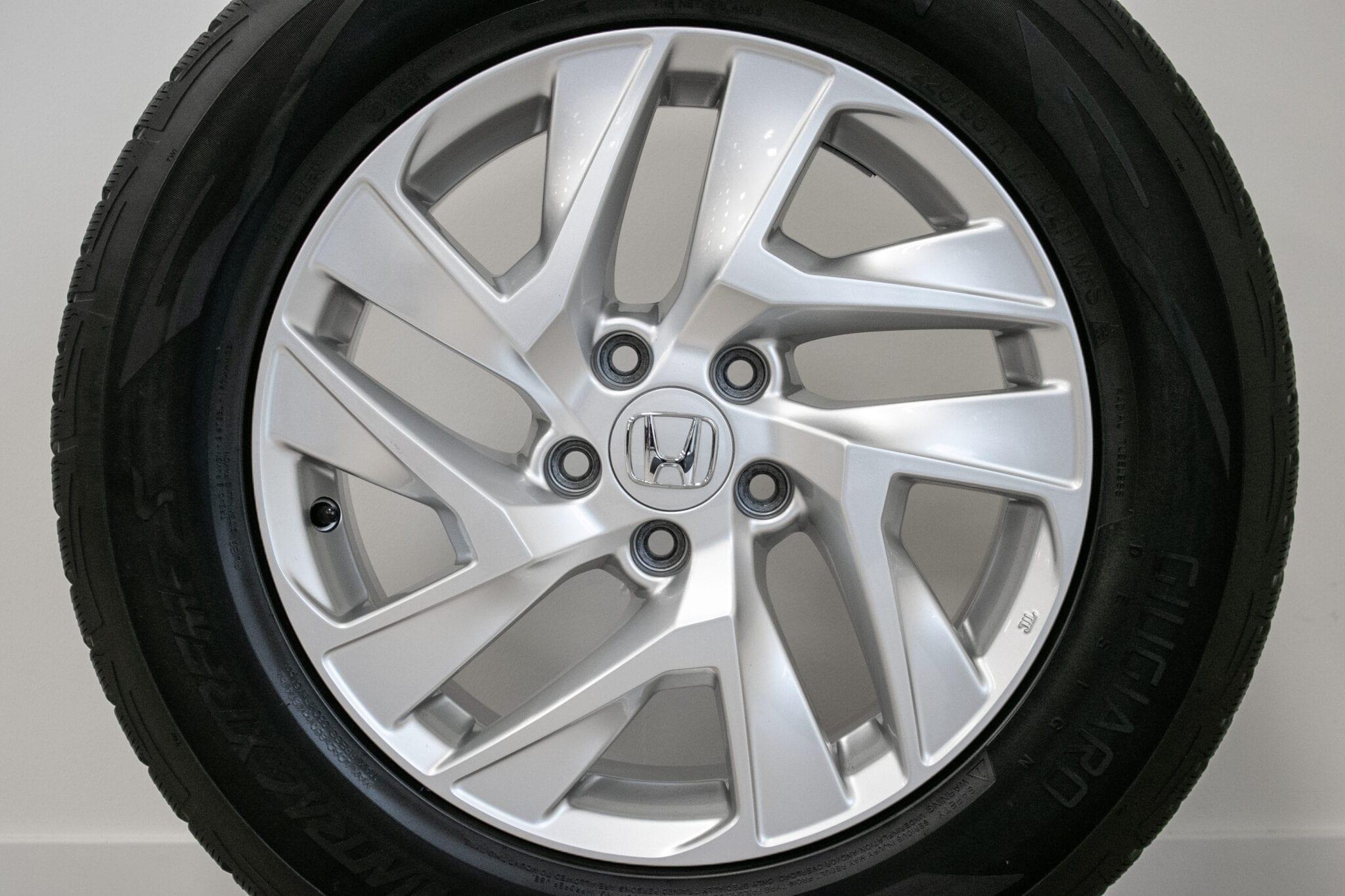 """17"""" Winterwielen voor de Honda CR-V ('07-'17)  €399,- Gebruikt. Profieldiepte: 4.2mm - 5.2mm"""