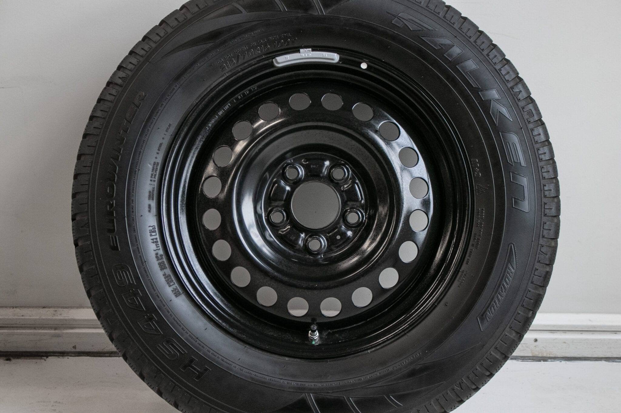 """16"""" Winterwielen voor o.a. een Mitsubishi ASX, Outlander of Eclipse Cross met bandenspanningssensoren. €249,- Gebruikt. 7.2mm - 7.4mm"""