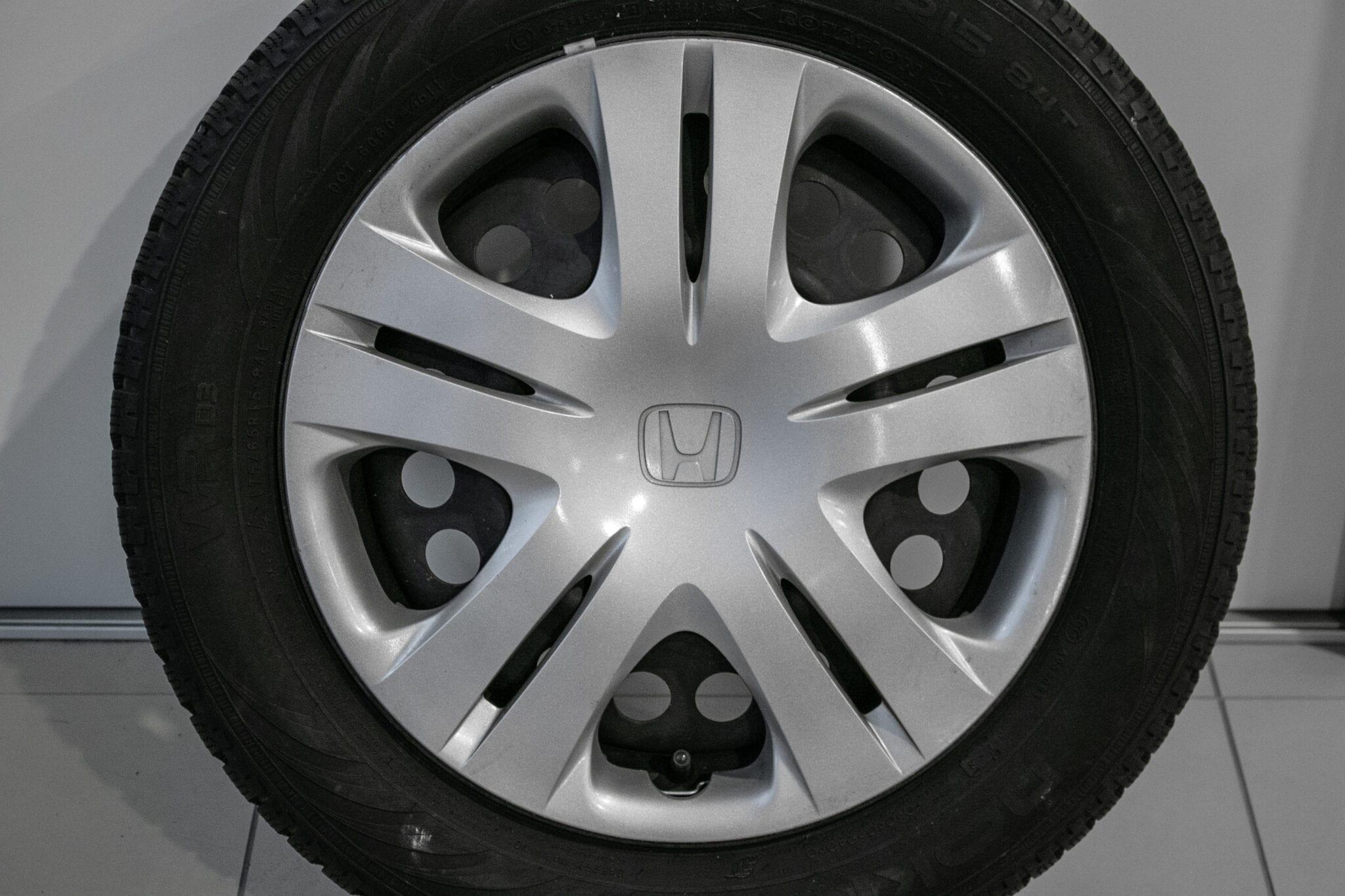 """15"""" Winterwielen voor de Honda Jazz ('09-'19) en de Honda Insight €175,- Gebruikt. Profieldiepte: 6mm - 6.8mm"""