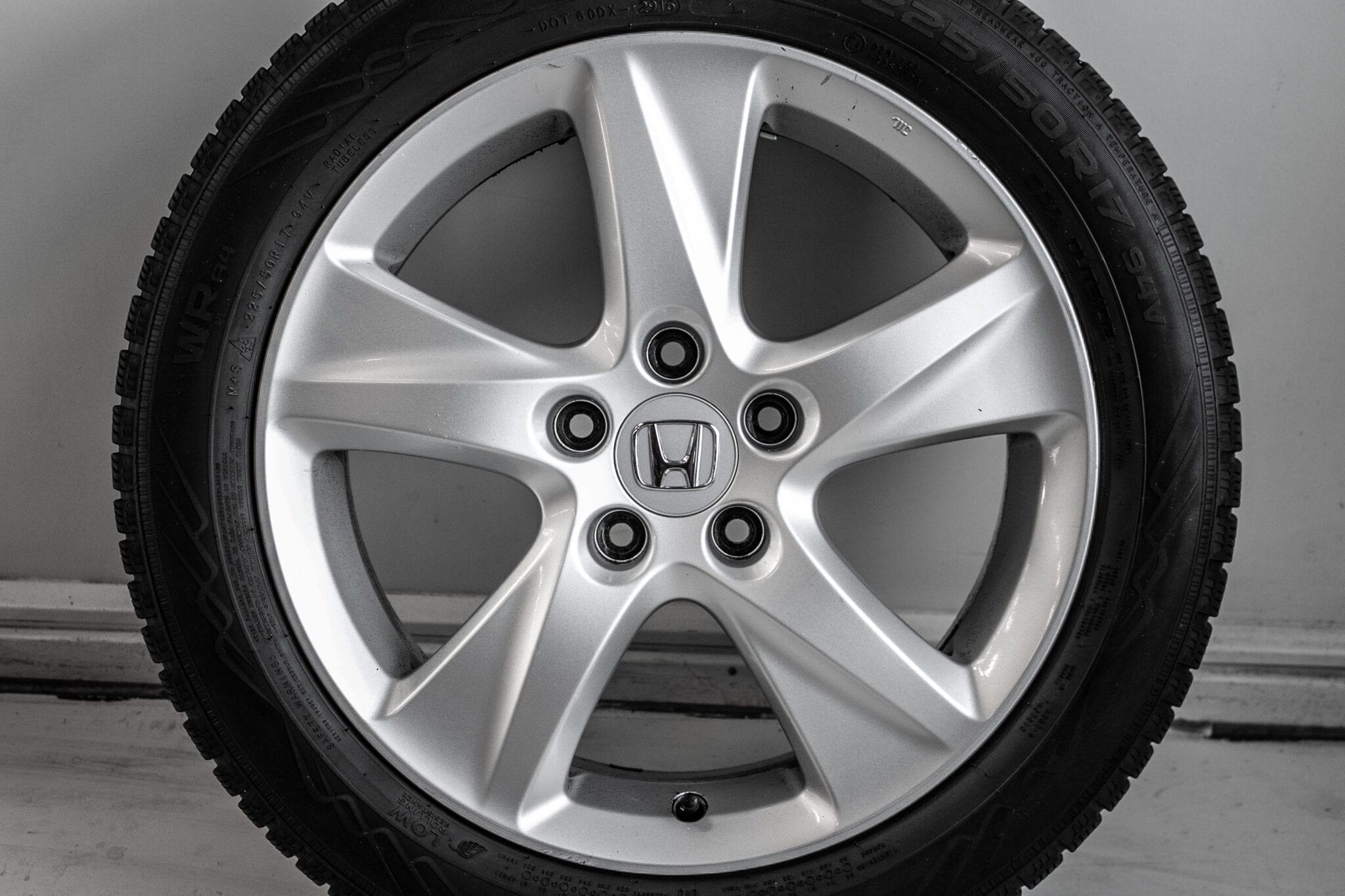 """17"""" Winterwielen voor de Honda Accord ('09>) €449 Gebruikt. Profieldiepte: 4.5mm - 5.7mm"""