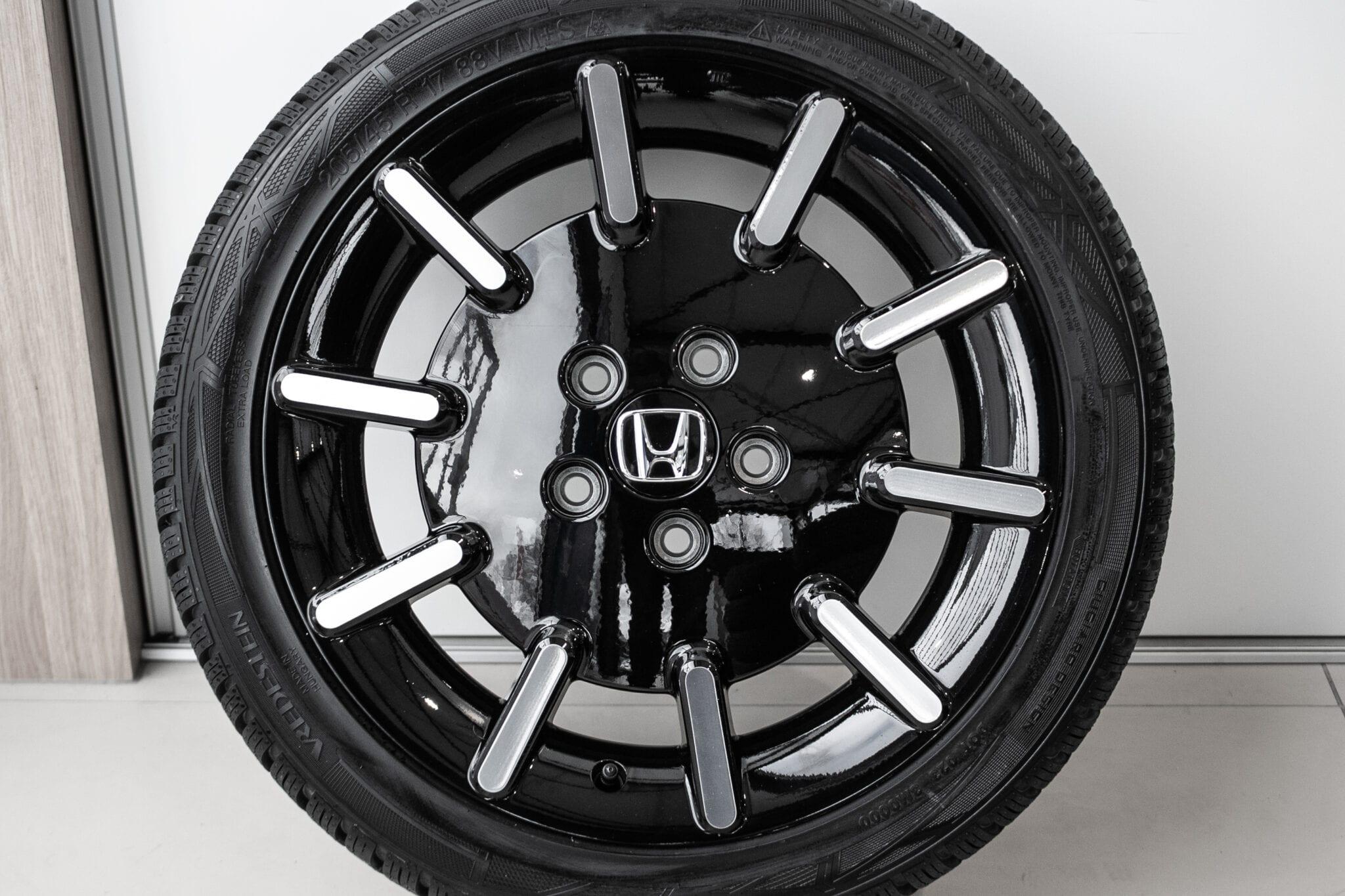 """17"""" Winterwielen voor de Honda e. met nieuwe vredestein winterbanden €1.395,- Nieuwe set!"""