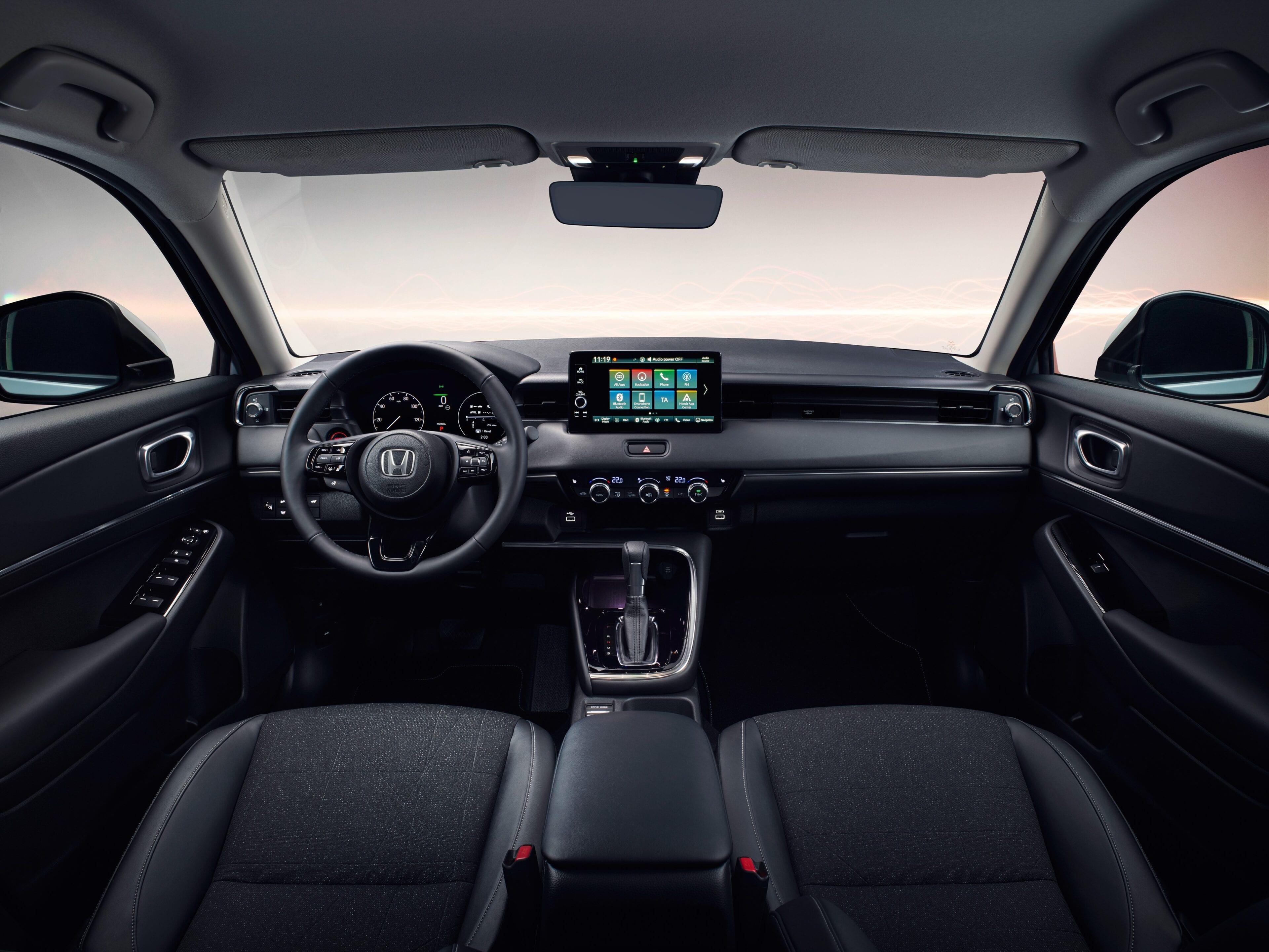 De HR-V is rijkelijk uitgerust en verzorgt uw entertainment dankzij aansluitingen die naadloos synchroniseren met uw bestaande toestellen. Van Android Auto tot Wireless Apple CarPlay, uw muziek en berichten hoeft u nooit te missen onderweg.